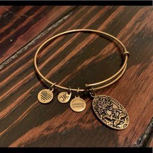 Alex and Ani 'Sister' bracelet - gold